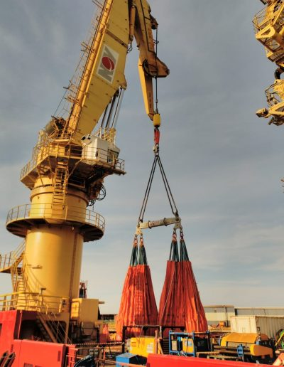 BMT perfoms 275 Tons cargo load tests in Polar Onyx cranes